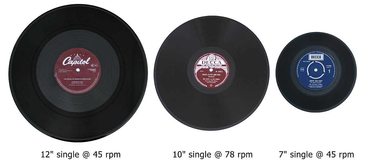 1280px-3_vinyl_singles.jpg